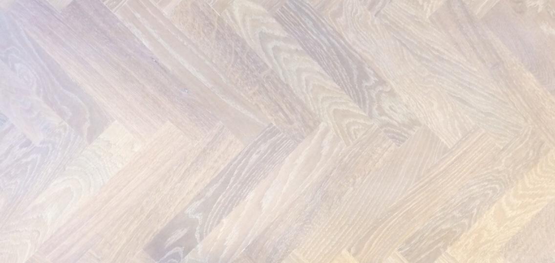standaard eiken, monocoat, super white geolied, enkel gerookt, moderne tapis.jpg