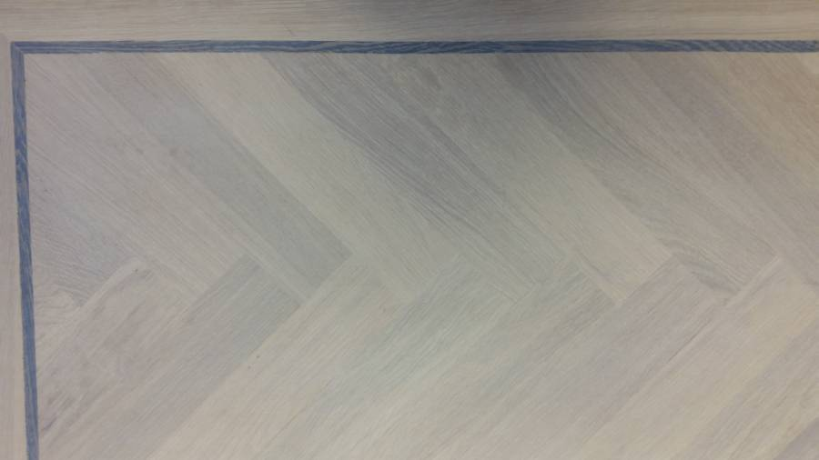 vergrijsde visgraat tapis vloer
