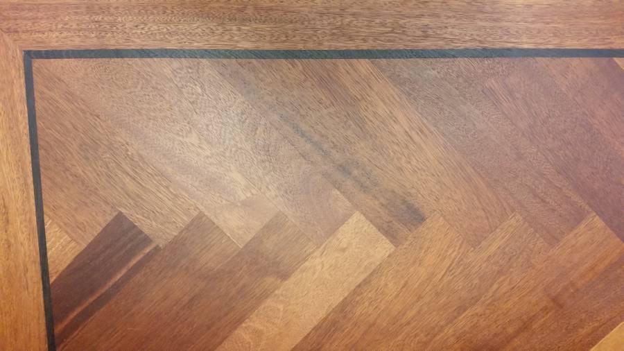roodbruine visgraat tapis vloer