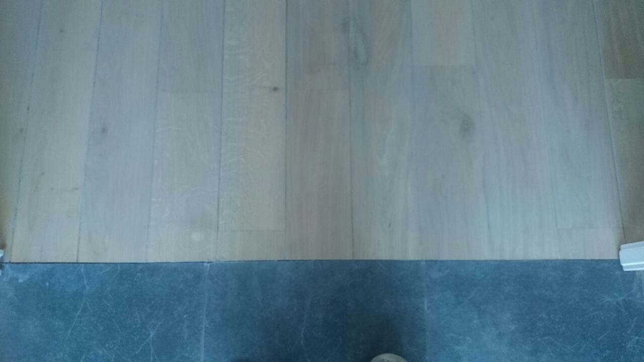 Kleurolie Eiken Vloer : Schuren massief eiken vloer visgraatvloer