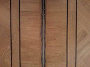 afwerking visgraatvloer bij kamer aan suite deur