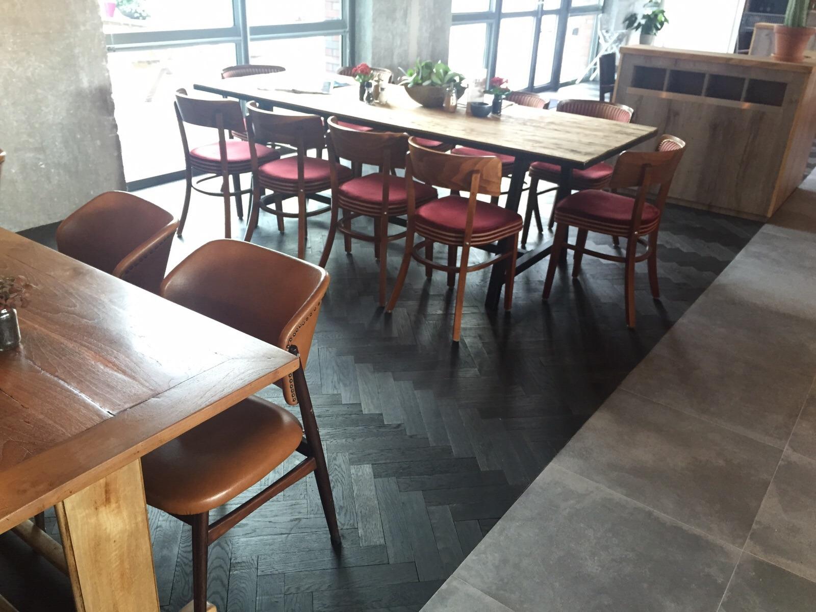 visgraatvloer project amsterdam
