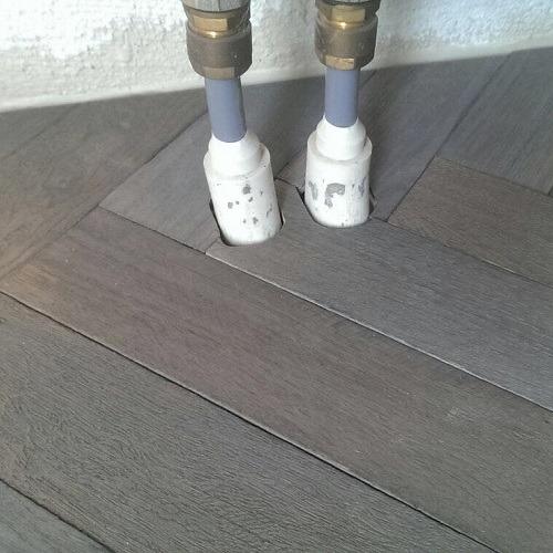Verouderde visgraat vloer Klaaswaal